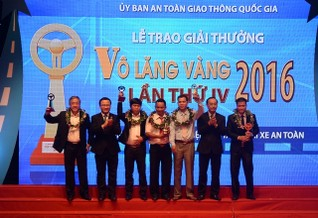 "Ảnh: Chính thức trao giải ""Vô lăng vàng"" 2016"