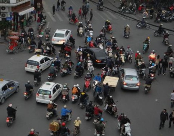 Giao thong Viet Nam: Dung de phat cao day tui tham - Anh 1