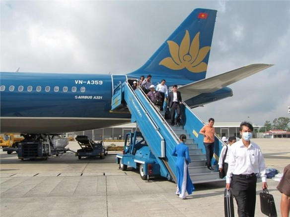 vietnam-airlines-flight-at-noi-bai-airport-626.