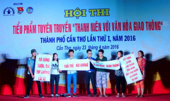 10.000 hoc sinh, sinh vien Can Tho cam ket khong vi pham giao thong - Anh 1